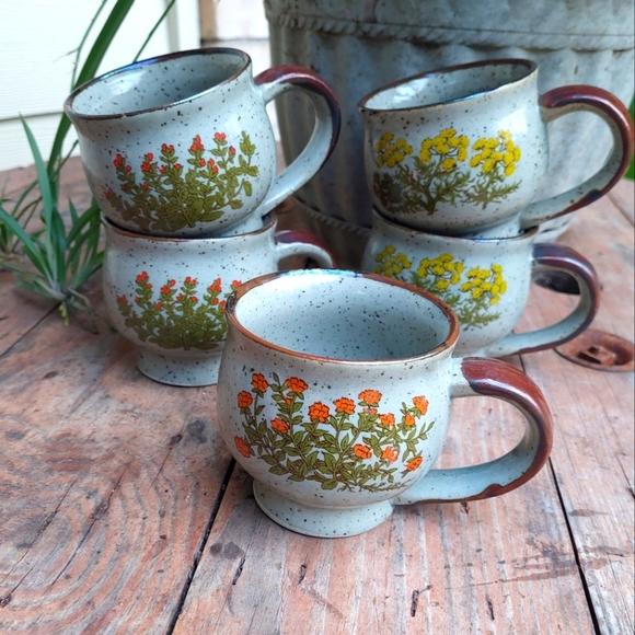 Vintage 5pc Floral Speckled Mugs